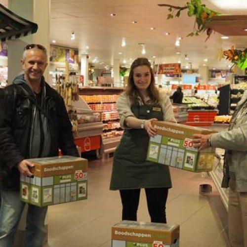 PLUS pakketten geschonken aan de Voedselbank Best e.o.